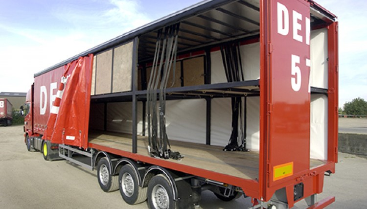 Double deck trailer - rear loadable
