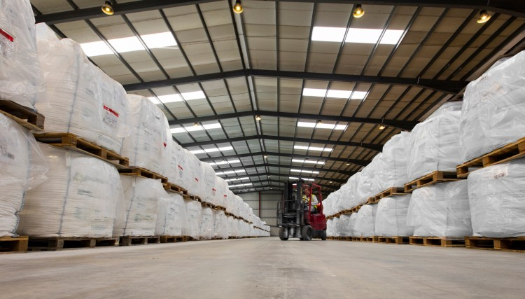 Warehouse management using experienced, qualified operators