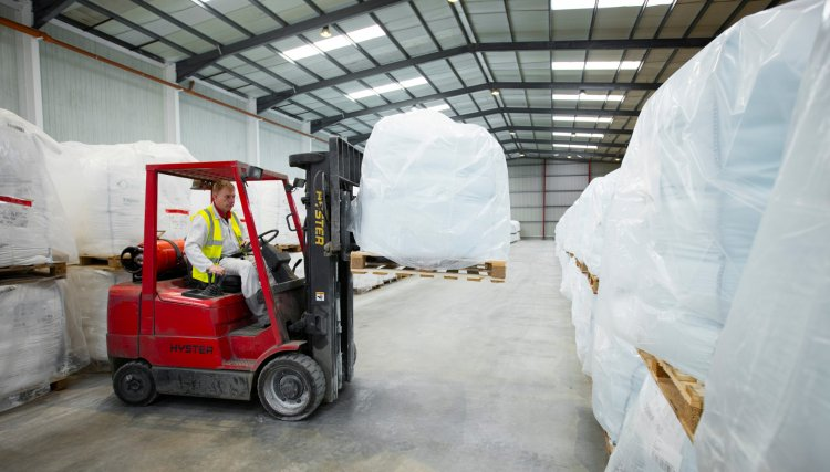 Qualified experienced warehousing operatives